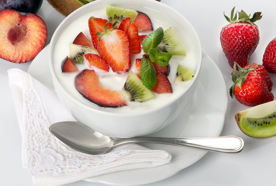 Coppette di frutta e yogurt